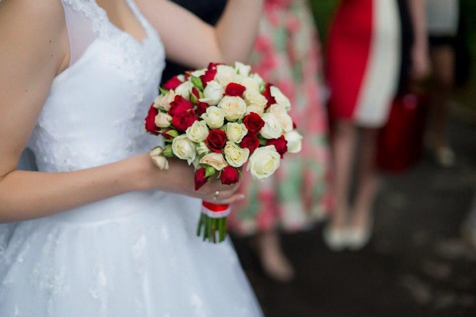 Кустовые розы букет невесты