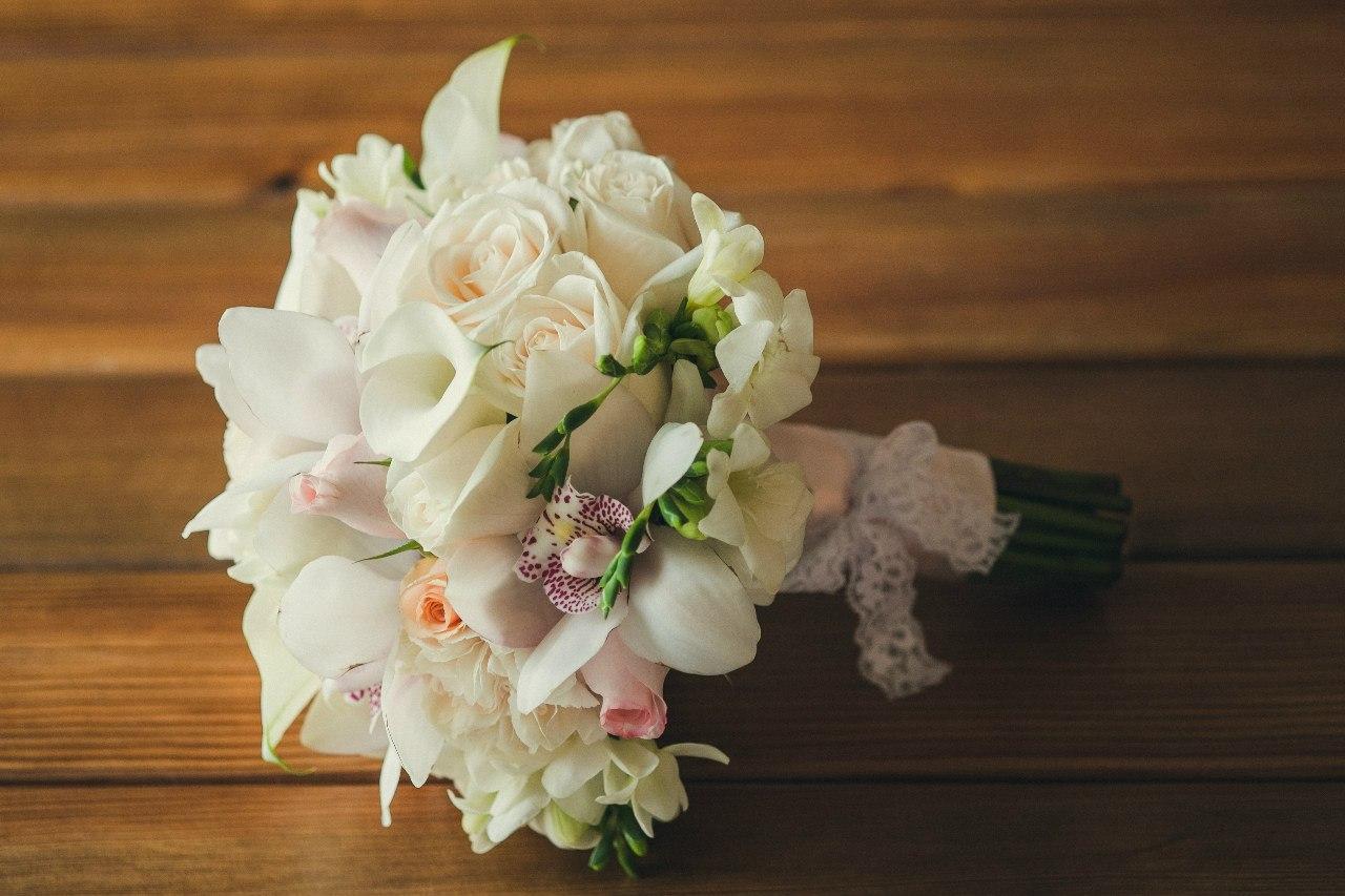 Бизнес-букет, заказ букета невесты из роз и орхидей
